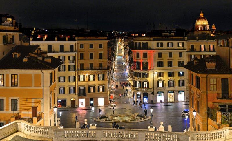 Casas coloridas y vieja arquitectura en pasos cuadrados españoles en Roma, Italia imágenes de archivo libres de regalías