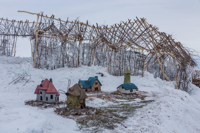 Casas coloridos do brinquedo do Natal, Altai, Rússia imagem de stock royalty free
