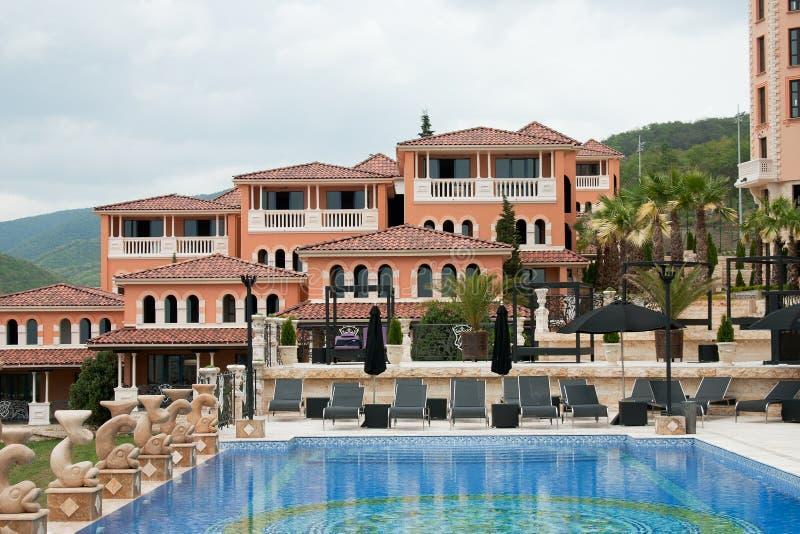 Casas com piscina imagem de stock