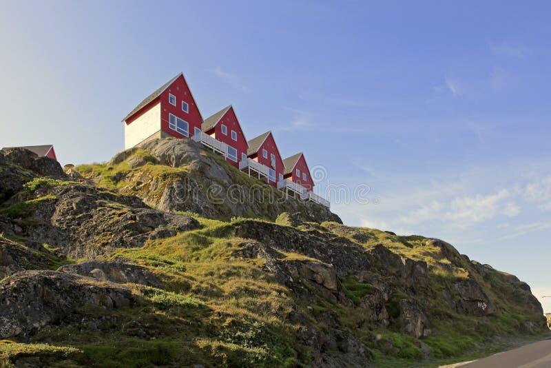 Casas con opiniónes en Sisimiut, Groenlandia. imágenes de archivo libres de regalías