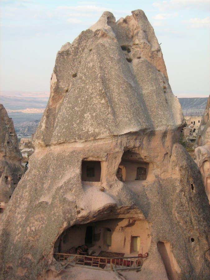 Casas construídas nas montanhas do capadocia fotografia de stock