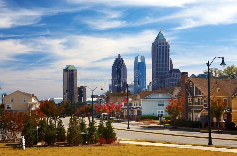 Casas contra el Midtown. Atlanta, GA. LOS E.E.U.U. fotos de archivo libres de regalías
