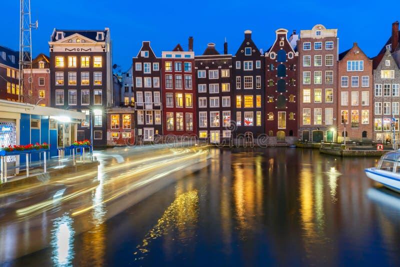 Casas da dança da noite em Amsterdão, Países Baixos imagem de stock royalty free