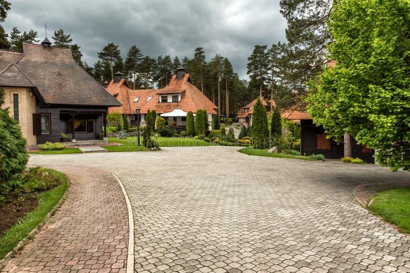 Casas da montanha do fim de semana em Zlatibor fotos de stock
