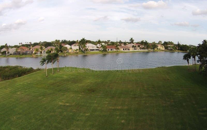 Casas das proximidades do lago em Florda imagens de stock