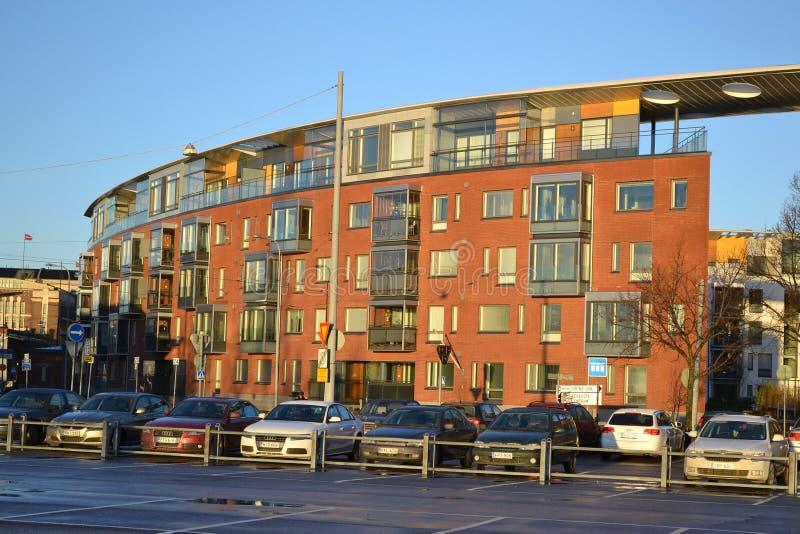 Casas de apartamento em Helsínquia fotos de stock