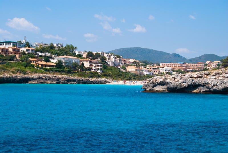 Casas de campo de Cala Anguila e a praia, Majorca foto de stock royalty free