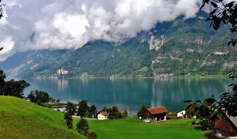 Casas de campo do lago fotos de stock royalty free