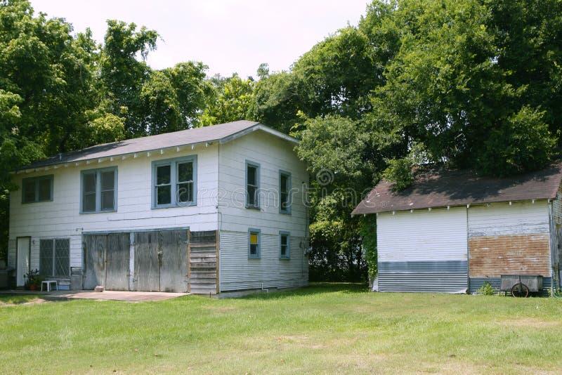 Casas de campo em Texas com árvores imagens de stock