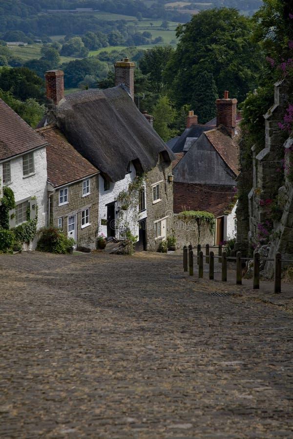 Casas de campo em uma pista do país foto de stock