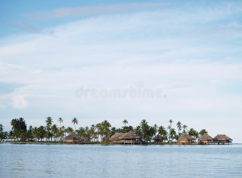 Casas de campo en el agua, islas de San Blas imagen de archivo libre de regalías