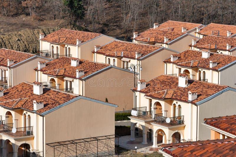 Casas de campo modernas para o aluguel no recurso de verão imagens de stock royalty free