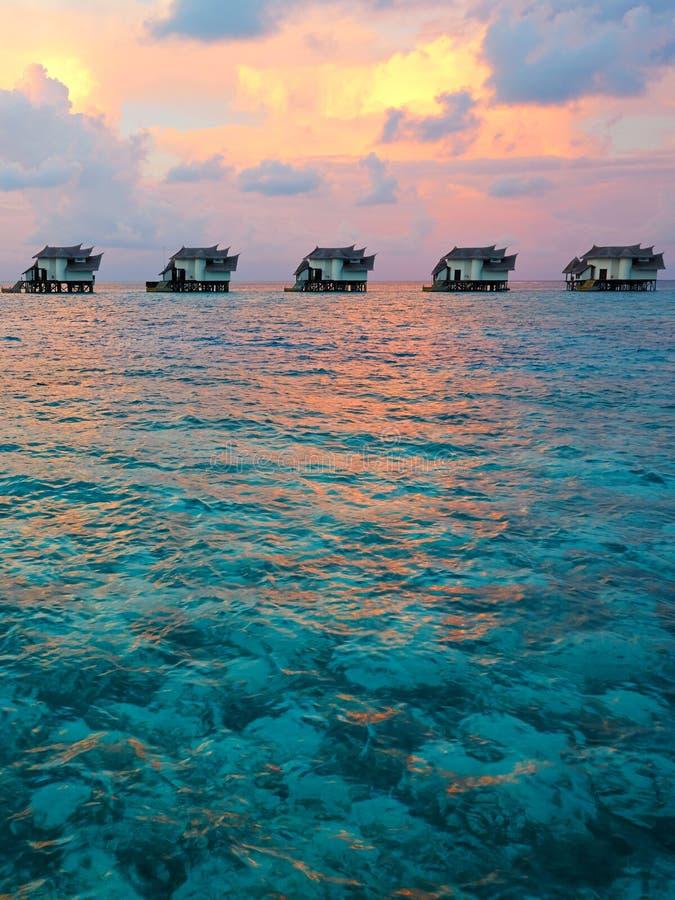 Casas de campo na água, recurso de Maldivas foto de stock royalty free