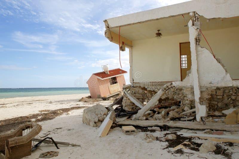 Casas de Cancun después de la tormenta del huracán foto de archivo