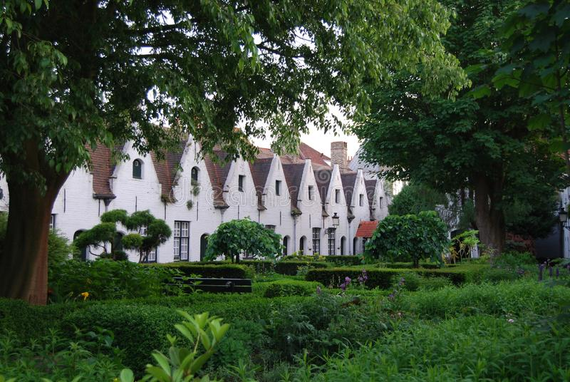 Casas de caridade em Bruges, B?lgica foto de stock royalty free