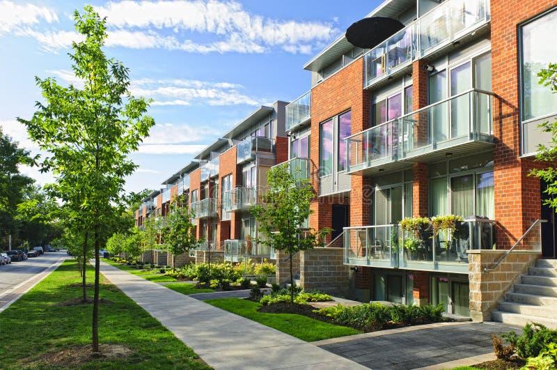 Casas de cidade modernas foto de stock