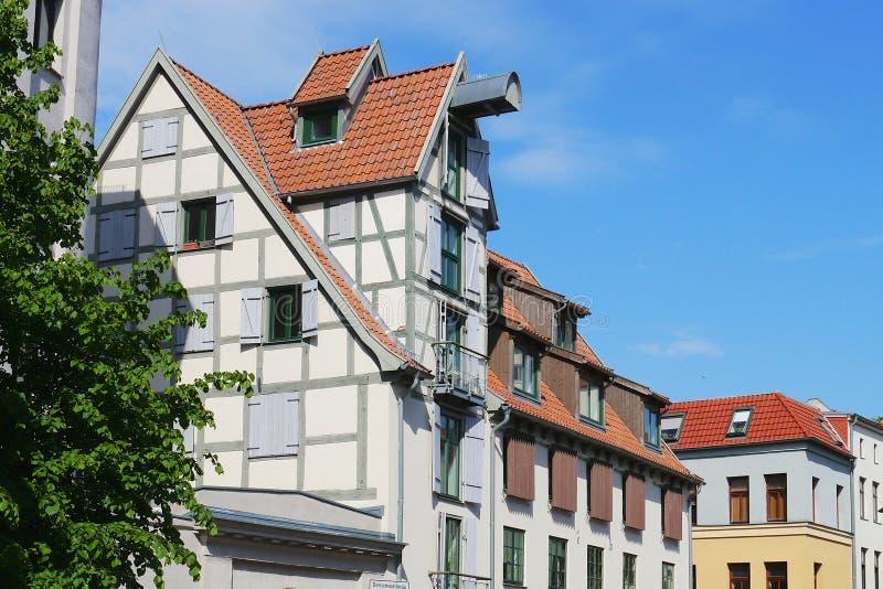 Casas de cidade velhas em Rostock fotos de stock royalty free