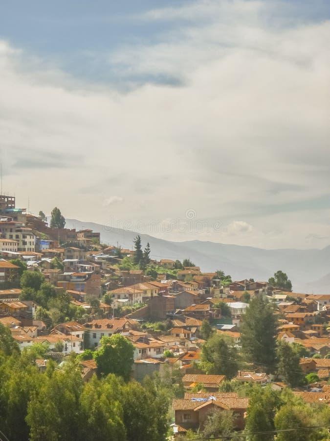 Casas de Cusco nas elevações foto de stock royalty free