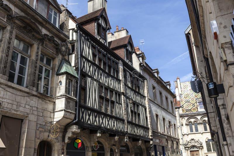 Casas de entramado de madera antiguas en Dijon, Francia fotografía de archivo