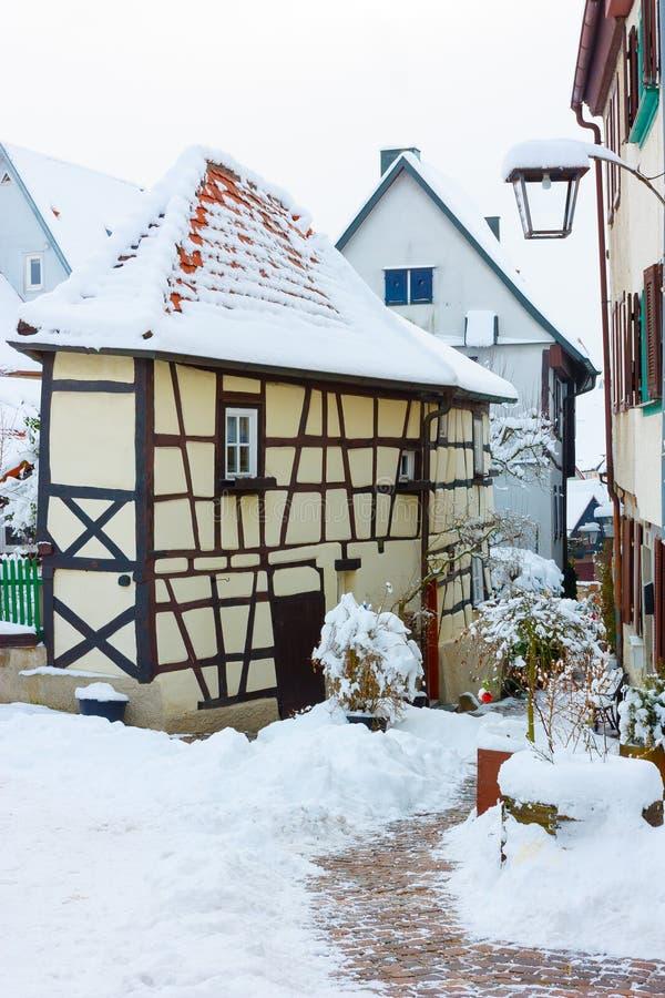 Casas de entramado de madera históricas, medievales en mún Wimpfen, Alemania Tejados tejados de las casas y del camino cobbled vi foto de archivo libre de regalías