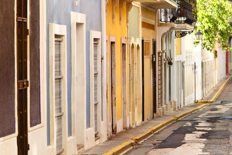 Casas de fila en San Juan fotos de archivo