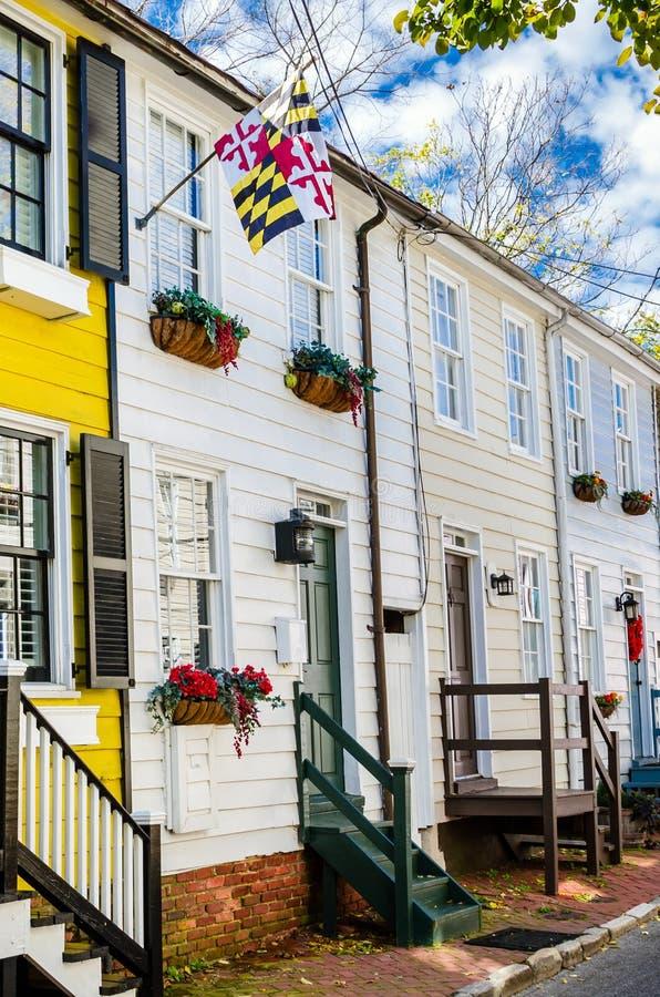 Casas de fila de madera históricas en Sunny Autumn Day fotos de archivo