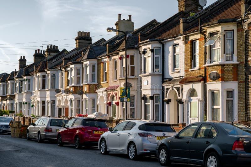 Casas de fila típicas en Londres foto de archivo