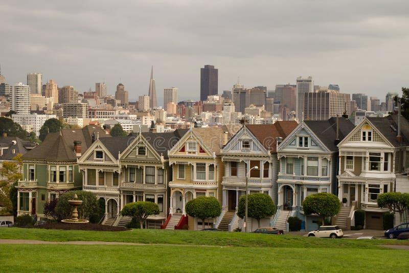 Casas de fileira pintadas San Francisco das senhoras fotos de stock royalty free