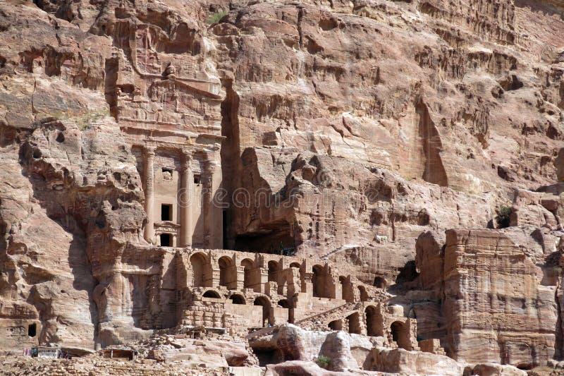 Casas de la ciudad del Petra en Jordania en el Oriente Medio imagen de archivo libre de regalías
