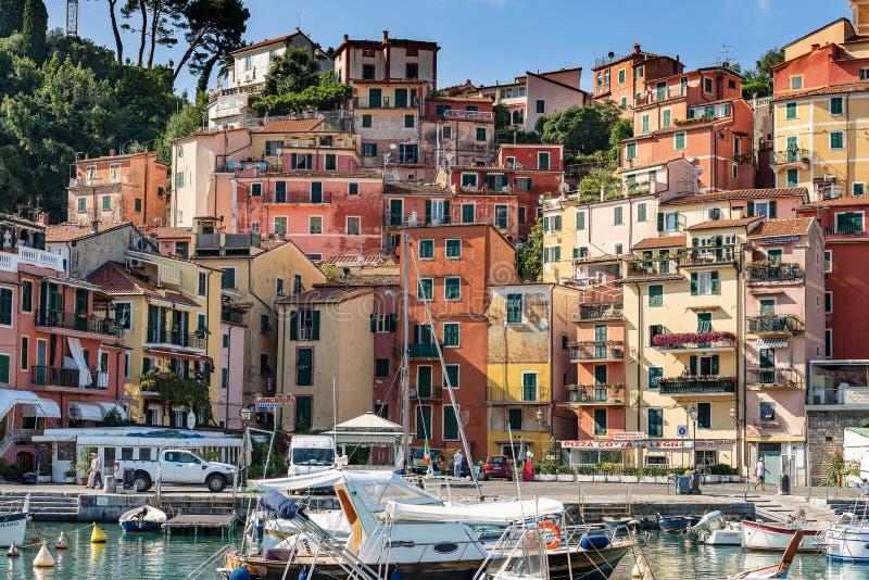 Casas de la ciudad y del puerto - Liguria Italia de Lerici imagen de archivo libre de regalías
