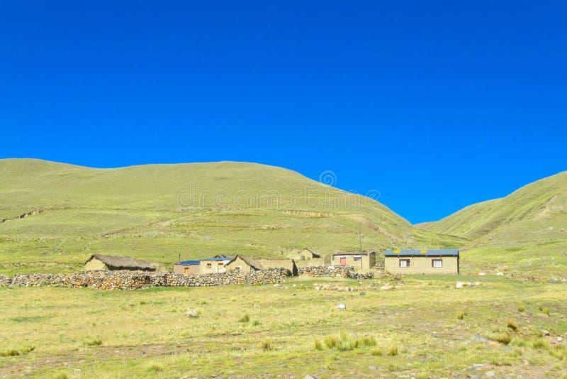 Casas de la granja en altiplano imagen de archivo