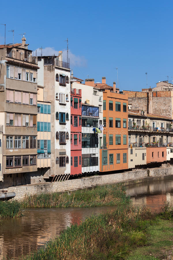 Casas de la orilla de Girona imagen de archivo libre de regalías
