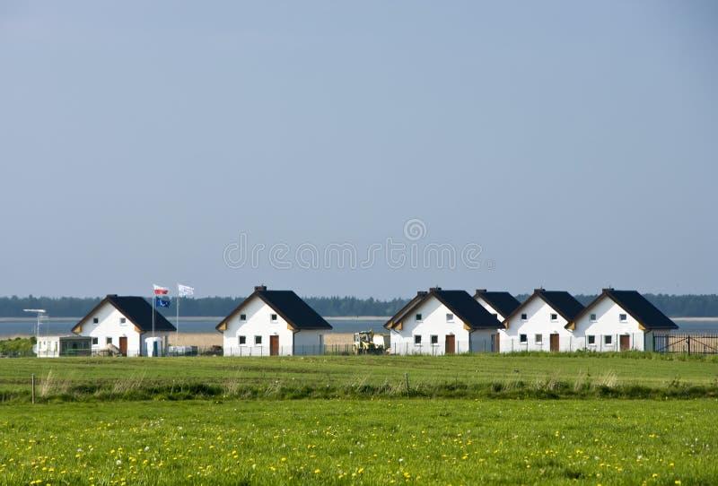 Casas de la orilla del lago imagen de archivo