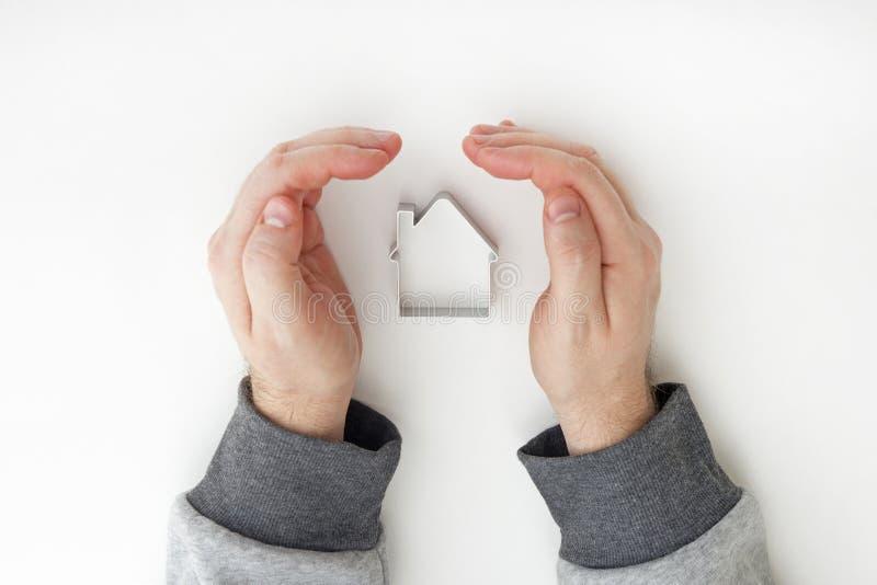 Casas de las propiedades inmobiliarias?, planos para la venta o para el alquiler Protección de las propiedades inmobiliarias segu foto de archivo libre de regalías
