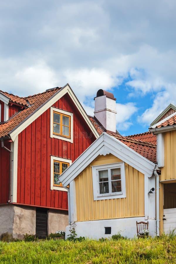 Casas de madeira antigas em Karlskrona, Suécia fotografia de stock