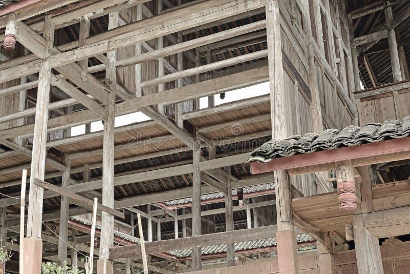 Casas de madeira da estrutura sob a construção fotos de stock