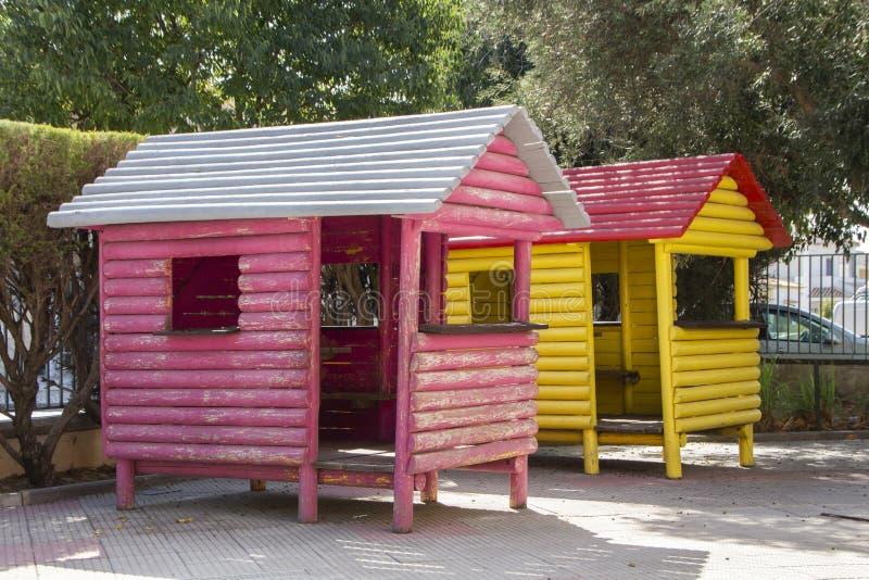 casas de madeira do campo de jogos imagem de stock royalty free