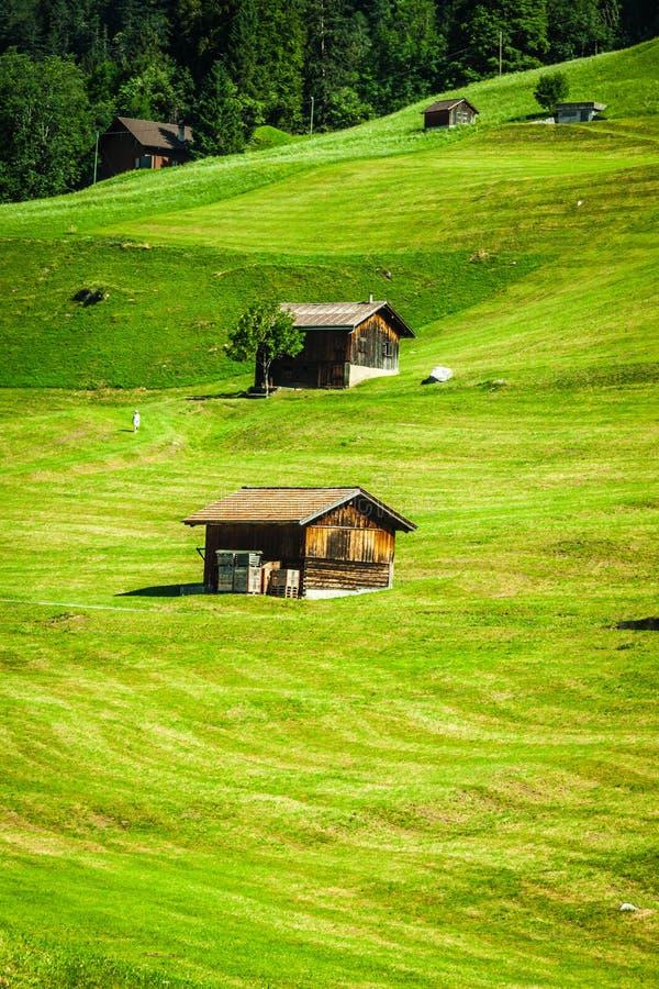Casas de madeira em Malbun em Lichtenstein, Europa imagem de stock royalty free