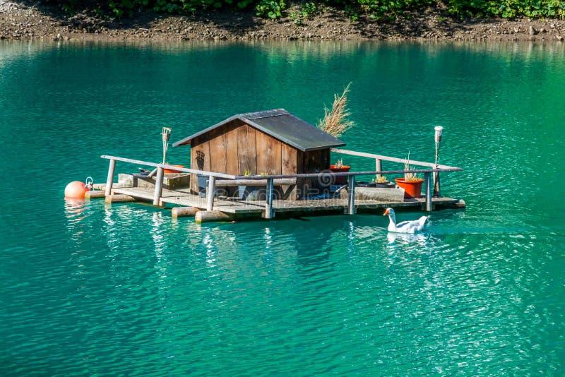 Casas de madeira em Steg, Malbun, em Lichtenstein, Europa foto de stock royalty free