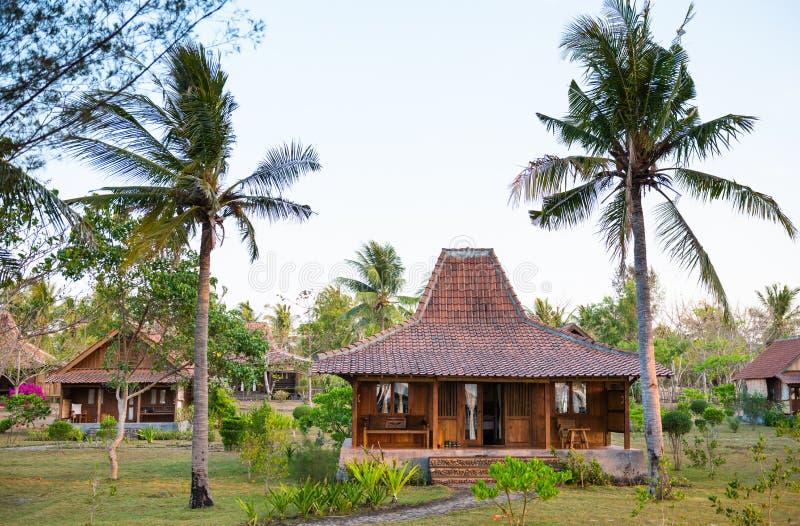 Casas de madera en clima tropical imágenes de archivo libres de regalías