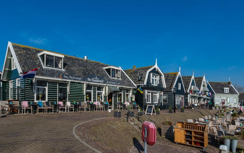Casas de madera en el pueblo holandés de Marken imagen de archivo