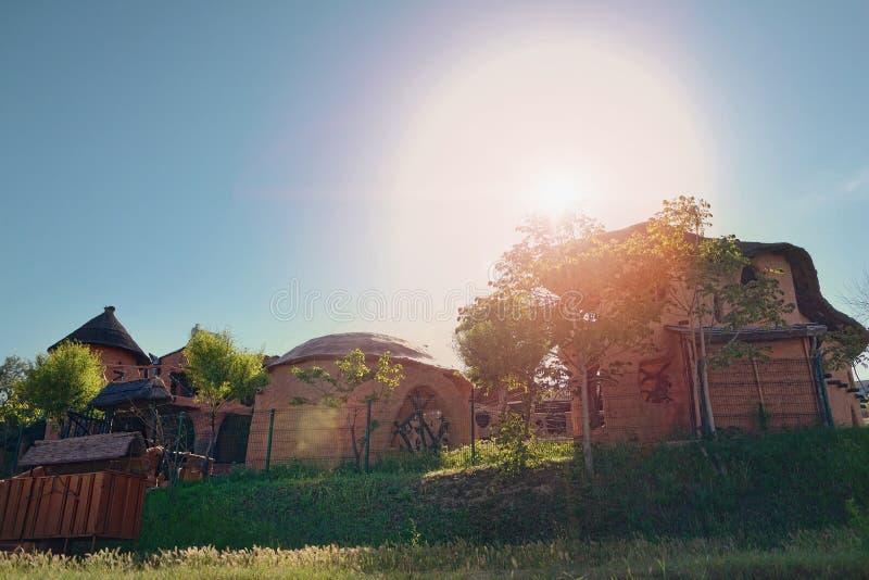Casas de madera en el sol imagen de archivo