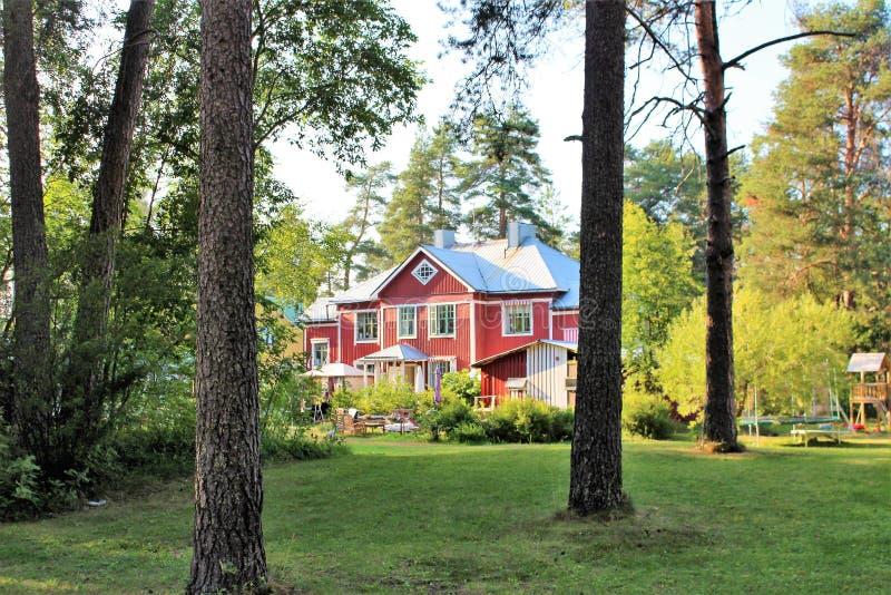 Casas de madera hermosas en Karlsvik imagen de archivo