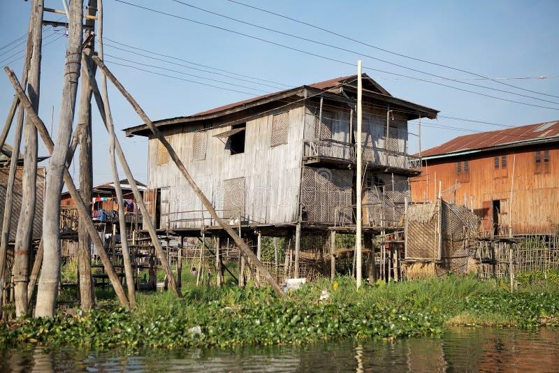 Casas de madera tradicionales del zanco en el lago Inle Myanmar fotografía de archivo libre de regalías