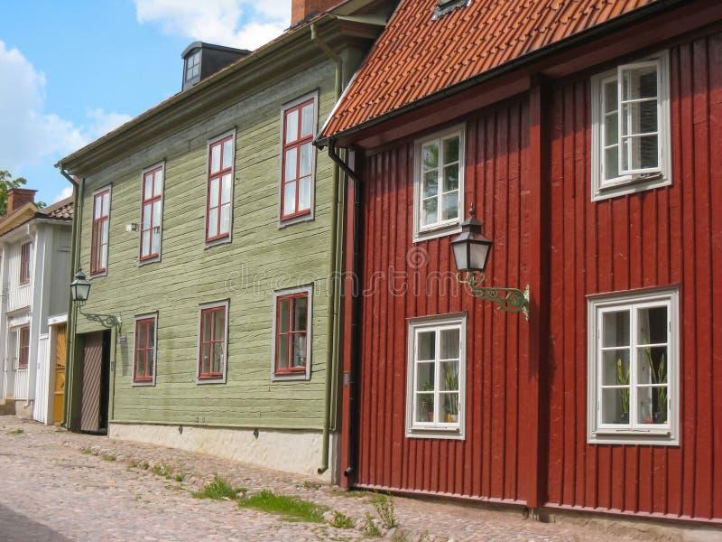 Casas de madera viejas típicas. Linkoping. Suecia imagenes de archivo