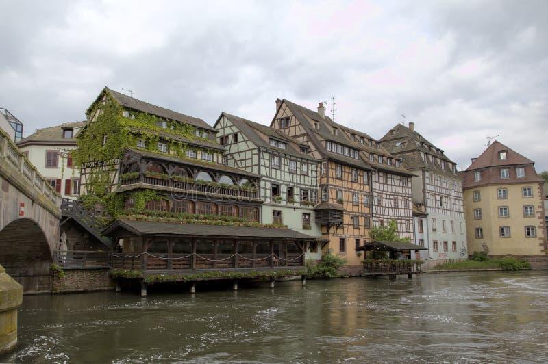 Casas de moldação da madeira do la Petite France do distrito Strasbourg, France fotos de stock royalty free