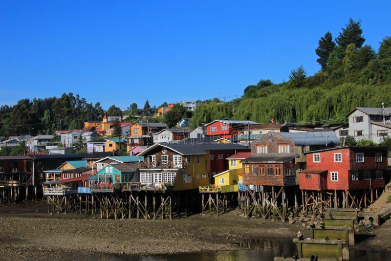 Casas de Palafito en los zancos en Castro, isla de Chiloe, Chile imágenes de archivo libres de regalías