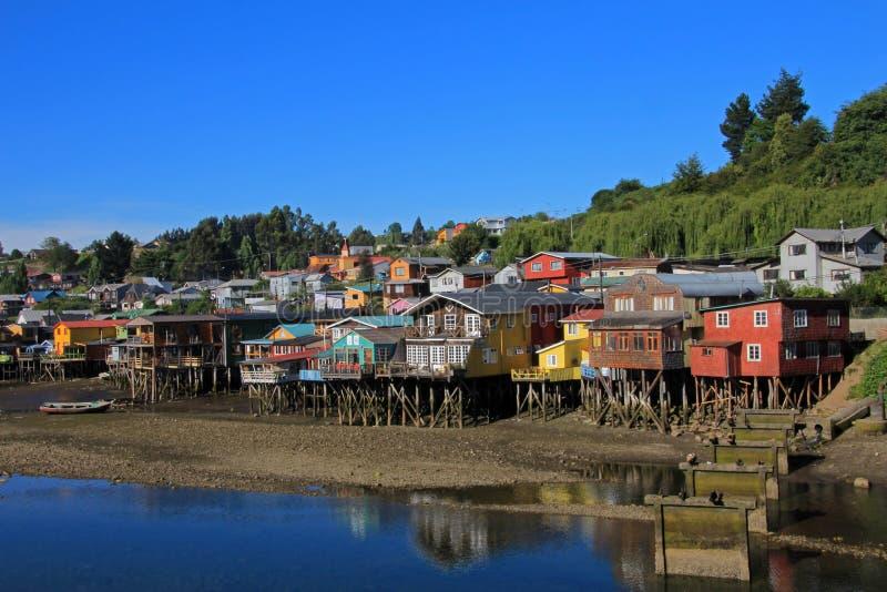 Casas de Palafito en los zancos en Castro, isla de Chiloe, Chile fotos de archivo libres de regalías