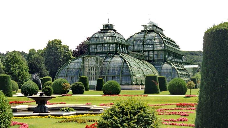Casas de palma en el palacio de Schonbrunn imagen de archivo libre de regalías