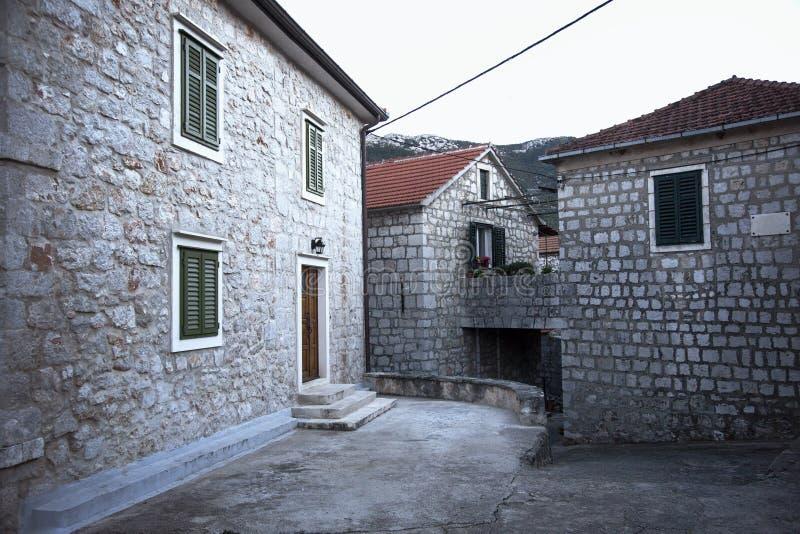Casas de piedra antiguas en la isla Hvar imagenes de archivo